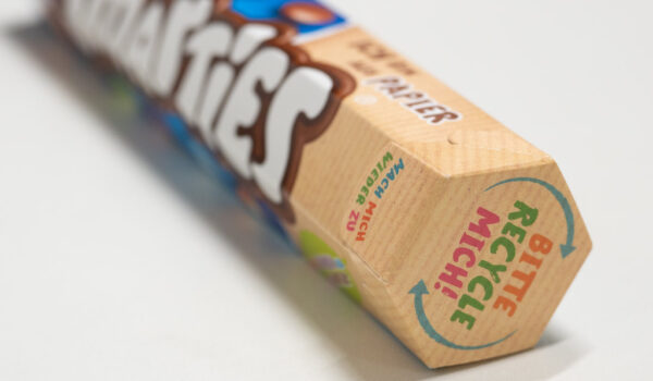 Nestle Smarties Papierverpackung Rolle