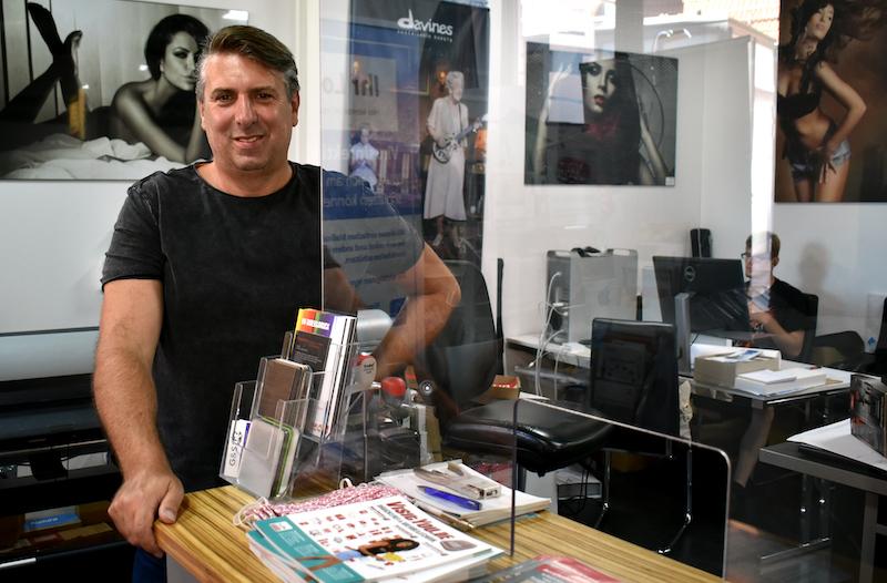Oliver Haaga visityou.de Acrylschutzwand