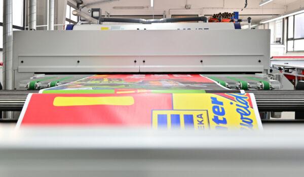 Printpiloten MS JP7 Plakatproduktionslinie nach dem Trockner