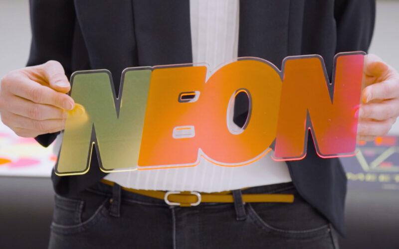 swissQprint neue Neon-Tinten Acrylschild