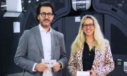 """Sich auf eine Produktionsschiene einzufahren, wäre für Diana Esser, Prokuristin der Esser-Gruppe mit Standorten in Bretten und Ergolding, nicht der richtige Weg: """"Wir wollen schließlich auch für die Kunden gerüstet sein, die künftig noch kommen werden"""". Das Unternehmen, das im Oktober 2020 die insolvente BoschDruck Solutions GmbH in Ergolding übernommen hatte und seitdem als EsserDruck Solutions GmbH weiterführt, setzt daher auf größtmögliche Flexibilität und Unabhängigkeit– und hat am bayerischen Standort nun gleich im Doppelpack investiert."""
